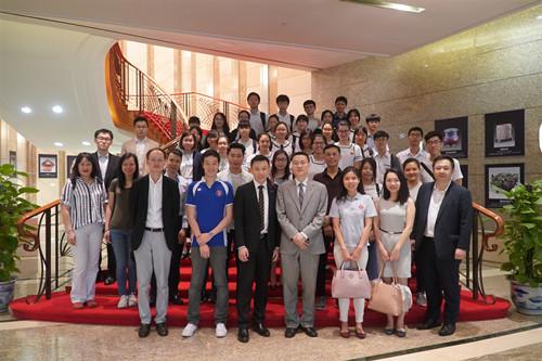 """香港律师会""""法律先锋""""师友计划学生及导师代表参访公署"""