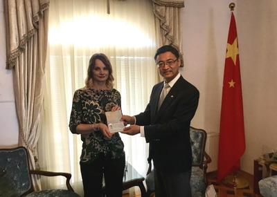驻黑山使馆自2019年6月18日起实施生物识别签证以来已发出首张生物签证